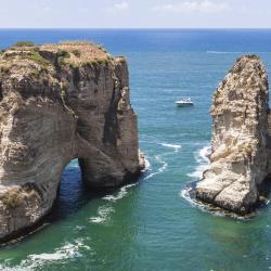 סלע היונים בראושה, ביירות