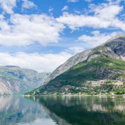 The Hardangerfjord 5 פארקי נופש