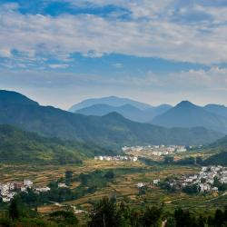 Montes Huang