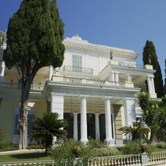 قصر آخيليون
