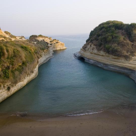 شاطئ كانال دامور