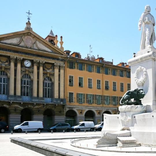 Arquitectura e interiores na parte antiga de Nice