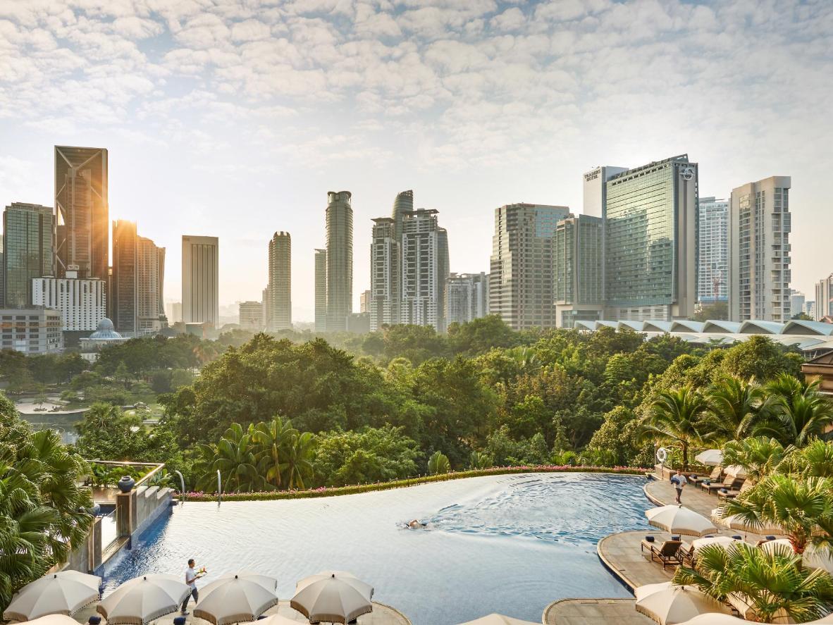 Disfruta de una piscina infinita en una azotea de Kuala Lumpur