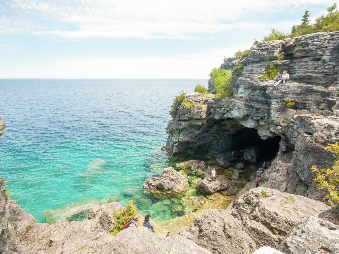 A escultura moldada pelo mar em The Grotto no Parque Nacional de Bruce Peninsula