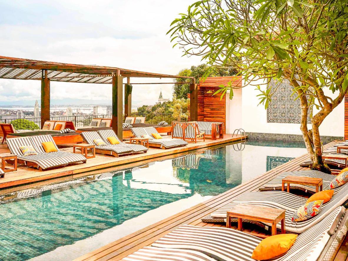 Aproveite momentos de tranquilidade no jardim da cobertura deste hotel boutique
