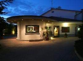 Motel K, Casei Gerola