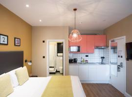 Room 2 by Lamington, Londres
