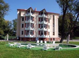 Pod Lipami Hotel, Shypyntsi