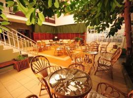 Hotel Torres Touriño, Revolta
