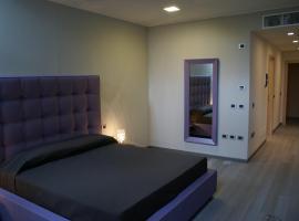 Blue Hotel, Suzzara