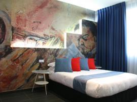 Hotel Indiana, Pinto