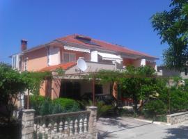 Apartments Dobrila, Jelsa