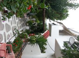 Kanakis Apartments, Istro