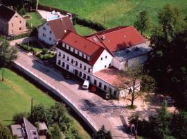 Landhotel Goldener Löwe mit Pension Am Taurastein, Burgstaedt