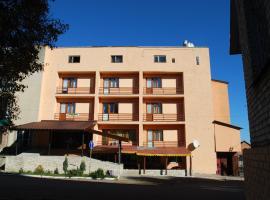 Hotel Oksana, Busk