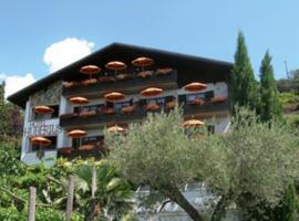 Hotel Garni Hubertus, Tirolo
