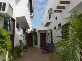 Cocos, Salinas