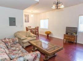 Economy Two Bedroom Apartment - Vanowen Street 3, Van Nuys