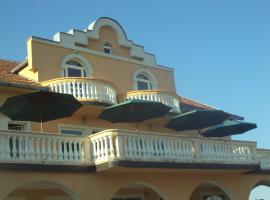 Guesthouse Vila Milena, Dvorovi