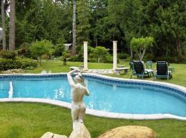 Arcadia Romantic Getaway and Clothing-Optional Resort, Shelton