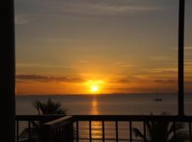 Smugglers Cove Beach Resort & Hotel, Nadi