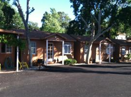 Vista del Lago Lake House and Cottages, Clearlake