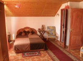 Hacunamatata Guest House, Saky