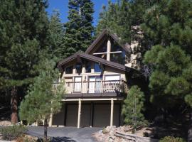 Tahoe Donner Cabin with Alpine Views and Hot Tub, Truckee