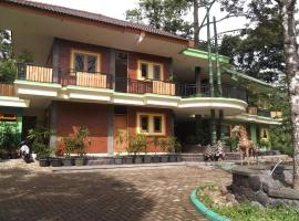 Fresh Green Hotel & Kebun Fresh Green, Trawas