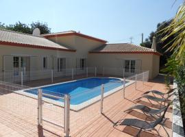Villa Emily, Algoz