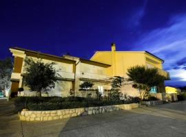 Apartments Simona, Lopar