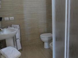 5 Rooms Affittacamere, Чивитавеккья