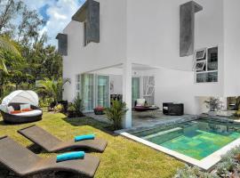 So Beach Villa In Situ, Roches Noires