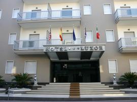 Hotel Luxor, Casoria