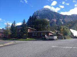 Canadian Rockies Inn, Field