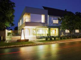 Hotel & Konditorei May, Neufeld an der Leitha
