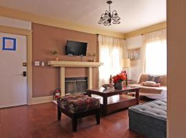 Hamlin 3 Bedroom Home near Sherman Oaks Galleria, Sherman Oaks