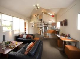TWOFOURTWO Boutique Apartments, Launceston