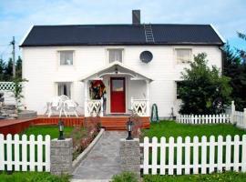Four-Bedroom Holiday home in Kverva, Kverva
