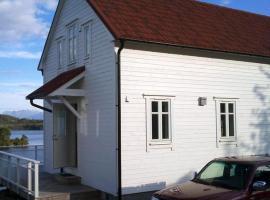 Four-Bedroom Holiday home in Gurskøy 3, Kjellsund