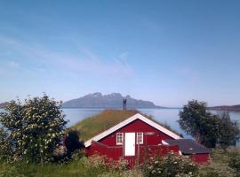 Three-Bedroom Holiday home in Kjerringøy, Misten