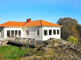 Three-Bedroom Holiday home in Rönnäng 1, Rönnäng