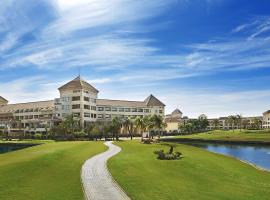 Hilton Pyramids Golf Resort, Zes oktober (stad)