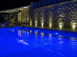 Luxurious Villa Kastro with Salt Water Swimming Pool, Nikiana