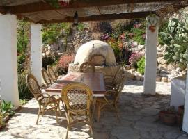 Almond Reef Casa Rural, Los Alias