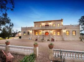 Villa Tuscany Melbourne, Konagaderra