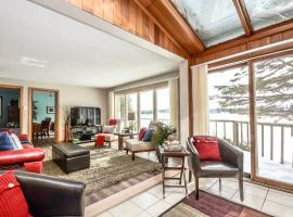 Waterfront Cozy Lakehouse (35 Minutes from Toronto), Stouffville