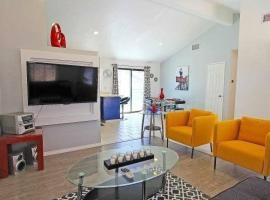 Modern Pool Home, Palm Springs