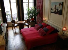 A Room In Paris, Париж