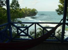 Tesoro Escondido Lodge Cabinas, Bluff Beach